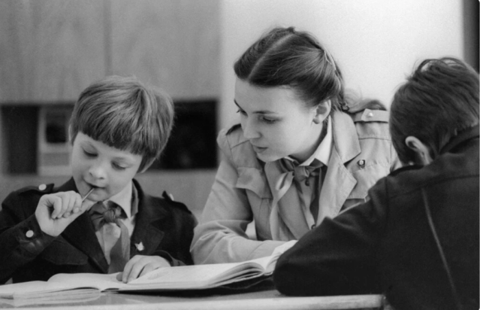 Переучивание левшей в СССР / Фото: vogazeta.ru.