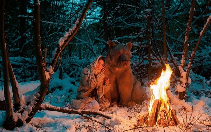 Остановить мишку может разве что огромнейший костер, такой, который в далекие времена разжигали на Масленицу / Фото: look.com.ua