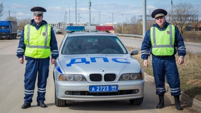 В составе экипажа должно быть два инспектора ДПС и служебный автомобиль / Фото: zelenograd24.ru