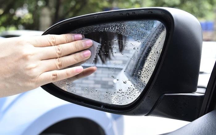 Протирать боковые зеркала от капель дождя неудобно / Фото: aliexrus.ru