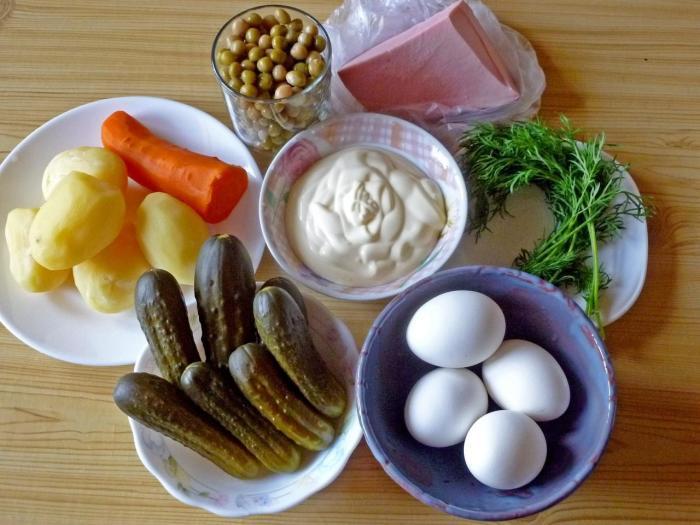 Рецепт салата был адаптирован под возможности советских граждан / Фото: 1000.menu