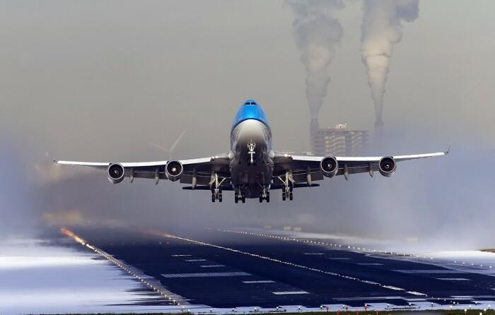 В шине самолета содержится резины не более 50%, металла – 5%, все остальное – это высокотехнологичные материалы / Фото: goodfon.ru