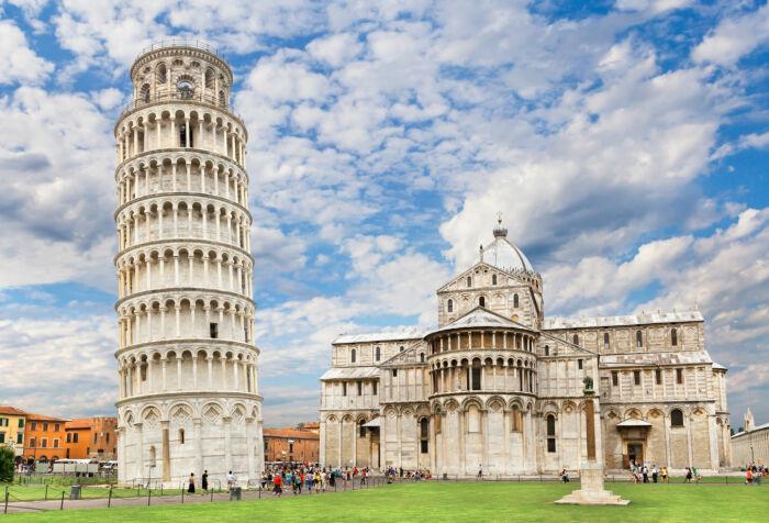 Первые средства на строительство Пизанской башни были выделены в 1172-м г., в самом его начале, местной жительницей, вдовой Бертой ди Бернардо / Фото: alterra.cc