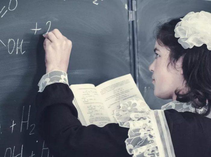 Ученица у доски. / Фото: back-in-ussr.com