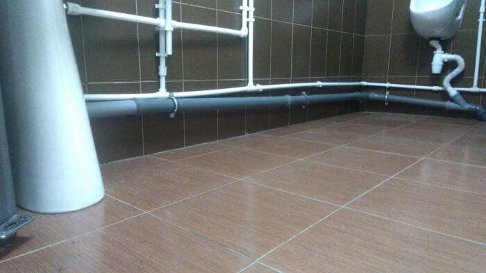 Оптимальное решение – это когда на каждый один метр трубы уклон составляет три сантиметра / Фото: crocodile-pt.ru