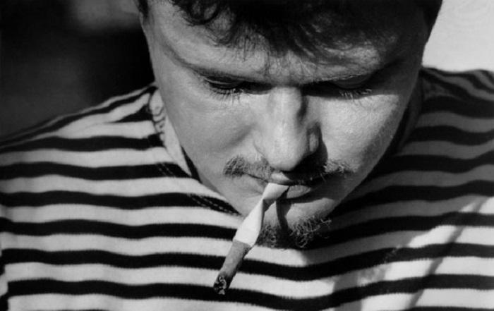 Перед подкуриванием сигарета разминалась / Фото: photographer.ru