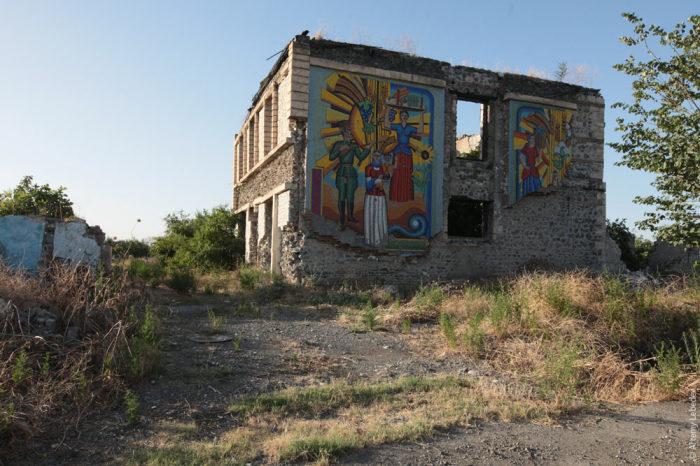 В 90-х город был сильно обстрелян и разрушен / Фото: tema.ru