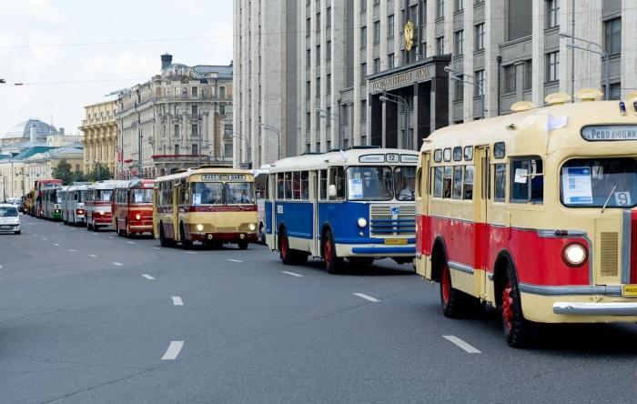 Изначально производители автобусов красили выпускаемую продукцию в удобный цвет / Фото: yandex.ua
