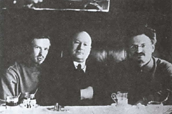 Несмотря на противоположные идеи и другие знамена, большевики смогли создать регулярную армию, в которой было одно начальство и дисциплина / Фото: coollib.net
