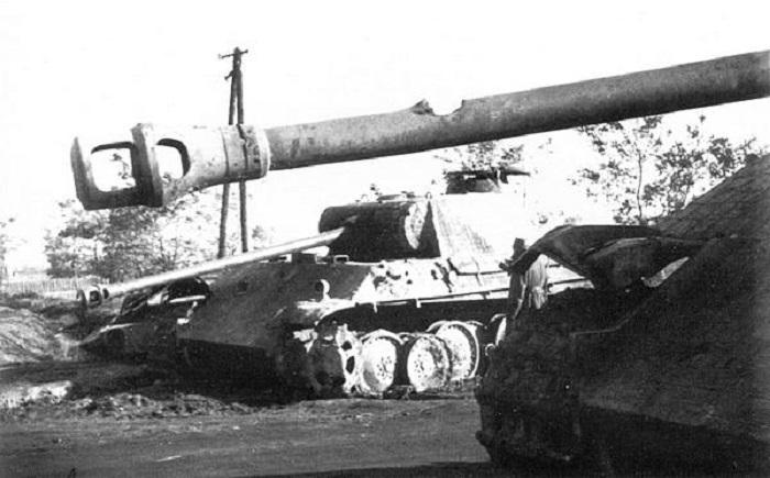 Дождавшись, пока ствол немецкого танка будет повернут хоть на десять градусов в сторону, советский сержант поразил противника / Фото: arsenal-info.ru