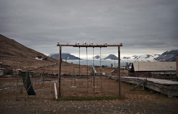 В 1998 году поселок Пирамида был законсервирован и превратился в призрак / Фото: cruisebe.com