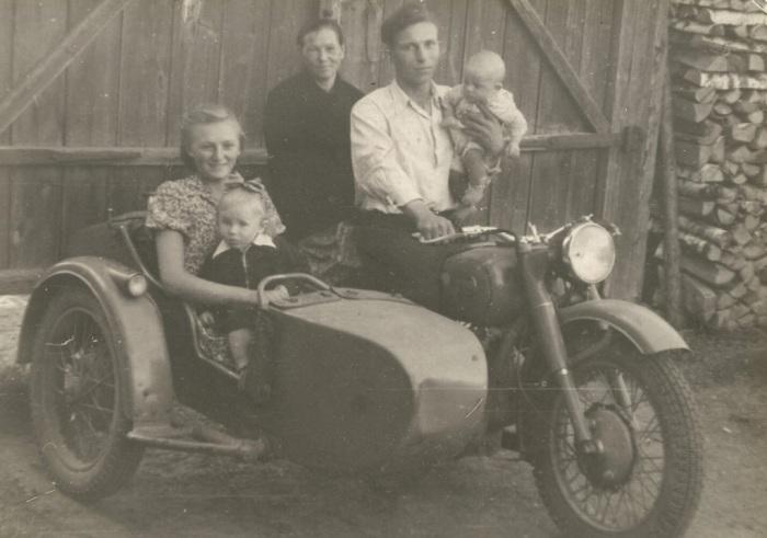 Мотоцикл «Урал», выпущенный на ИМЗ, стал всенародным любимцем / Фото: m.mirtesen.ru