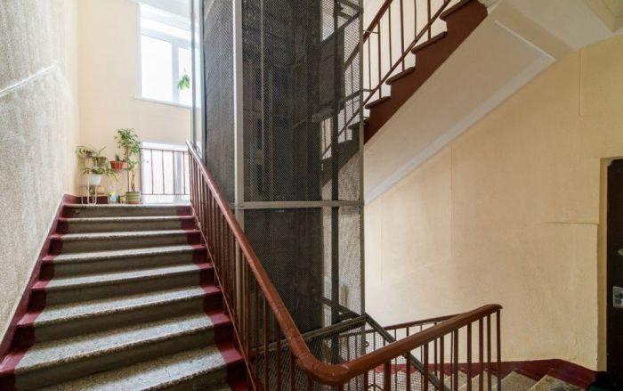 В советских домах встречались лестницы и по часовой, и против / Фото: megabaz.ru