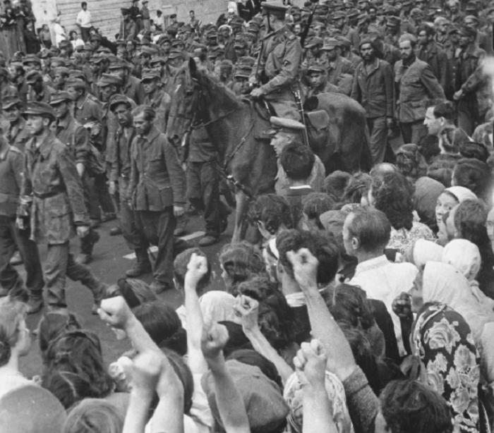 Руководство страны, в частности Берия, опасались агрессии со стороны своих граждан в отношении немцев / Фото: 0gnev.livejournal.com