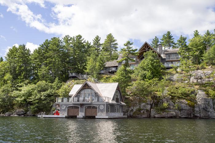 На побережье Атлантики, вблизи озера Онтарио преобладает тропический климат, поэтому в каркасным домах жить комфортно круглый год / Фото: boldoghotel.hu