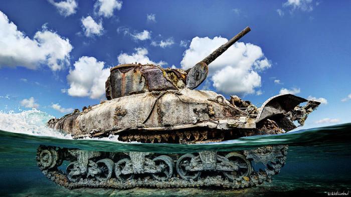 Утонувшие танки станут домом для кораллов / Фото: fineartamerica.com