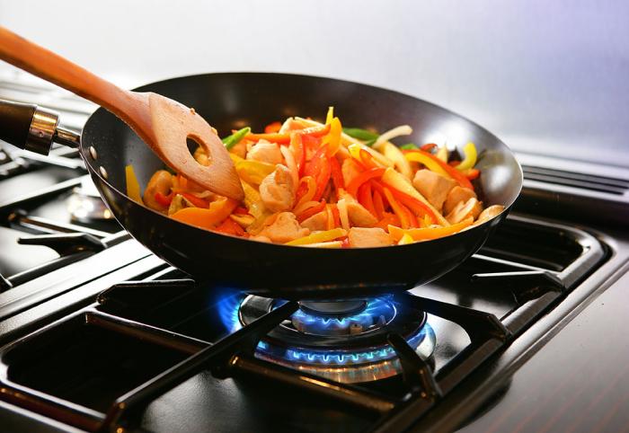 Китайцы готовят на газовых плитах / Фото: asemooni.com