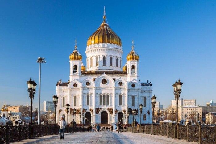 Люди приходят в храм, чтобы остаться какое-то время наедине с самими собой и Богом / Фото: architectureguru.ru