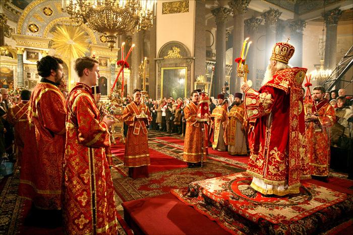 В церкви тоже собираются верующие люди, проводятся богослужения и этим она сходна с храмом / Фото: dream-here.ru
