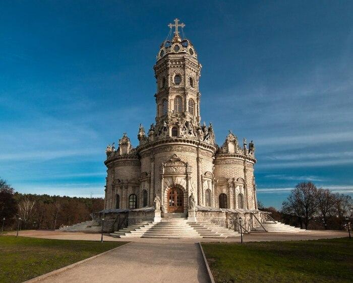 Зачастую центральная часть церкви сравнивается с Ноевым ковчегом / Фото: male.mediasalt.ru