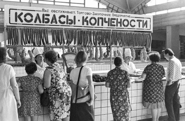 Несмотря ни на что, колбаса оставалась самым востребованным продуктом / Фото: twitter.com