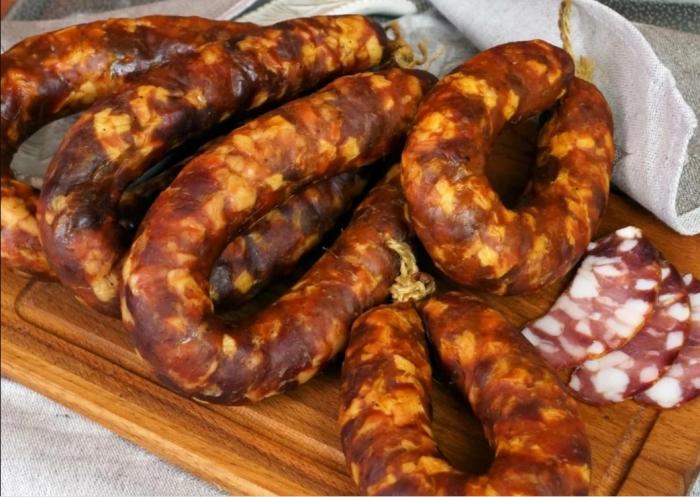 Краковская колбаса - отличное решение для завтрака / Фото: yandex.ua