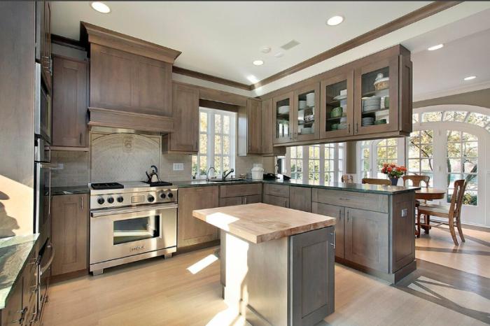 Современные кухни не только имеют оригинальный дизайн, но и достаточно функциональны / Фото: yandex.com