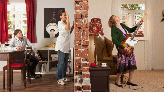 Зачастую стены в американских домах, особенно в случае с межкомнатными, слишком тонкие, поэтому то, что происходит в соседней квартире, слышно идеально / Фото: gurutest.ru