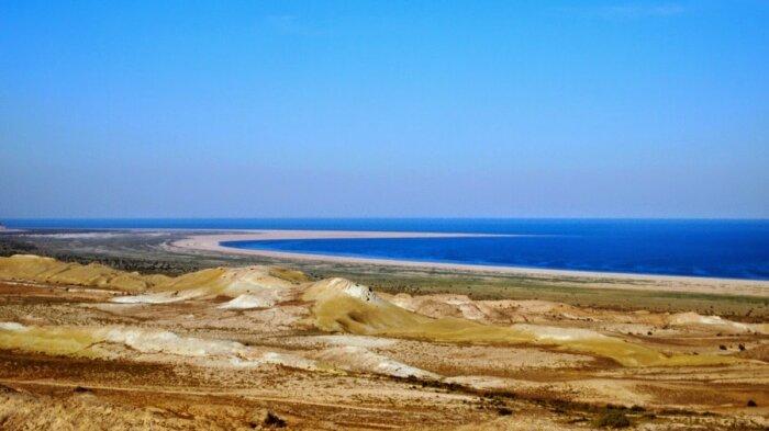 Вопрос, куда исчезает и откуда снова появляется вода в море, остается открытым / Фото: yandex.kz