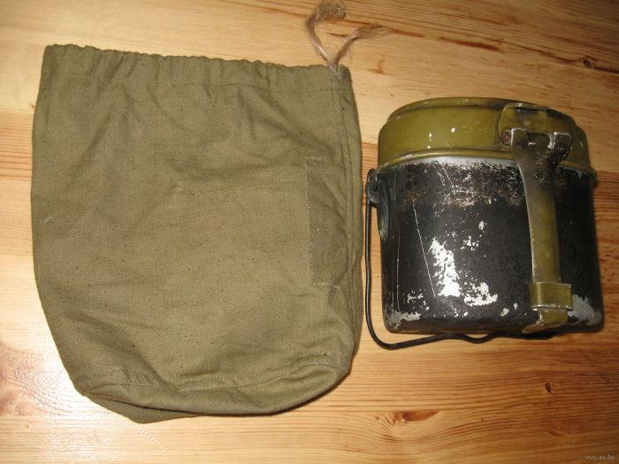 В комплекте с котелком предполагалось наличие чехла для поддержания температуры продуктов / Фото: ay.by