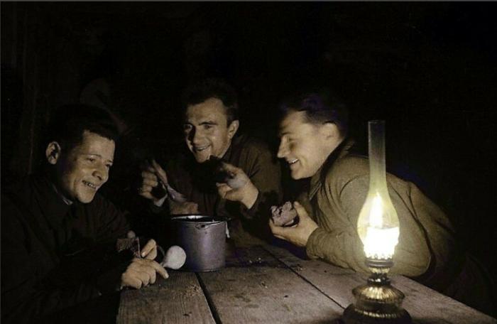 Стальные котелки военного времени считаются большой редкостью / Фото: visualhistory.livejournal.com