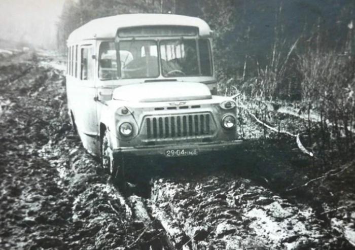 Носатые автобусы КАвЗ были востребованы во многих сферах, особенно в сельской местности в условиях бездорожья / Фото: hi-news.pp.ua