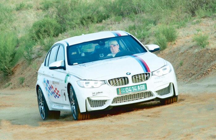 В автопарке президента Туркмении был замечен автомобиль БМВ / Фото: turkmenportal.com