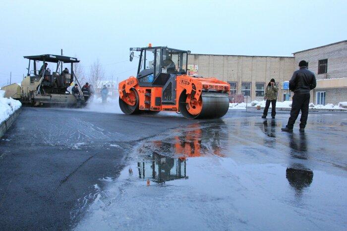 Частая необходимость ремонта коммуникаций, расположенных под землей, не позволяет постелить бетон на дорогах / Фото: yandex.ru
