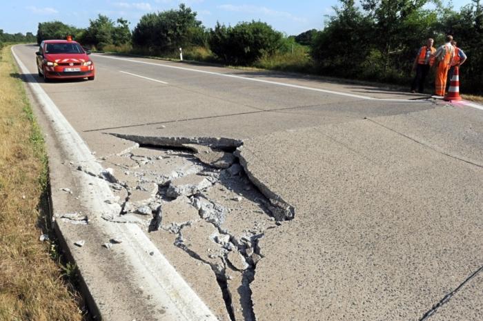 Нарушение технологии приготовления смеси уже в первые годы эксплуатации бетонной дороги даст о себе знать / Фото: bz-berlin.de