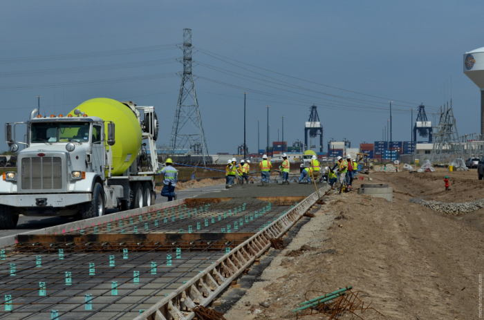 Специальные технологии позволяют сделать бетонные дороги с высоким коэффициентом сцепления и низким уровнем шума / Фото: salora-star.livejournal.com
