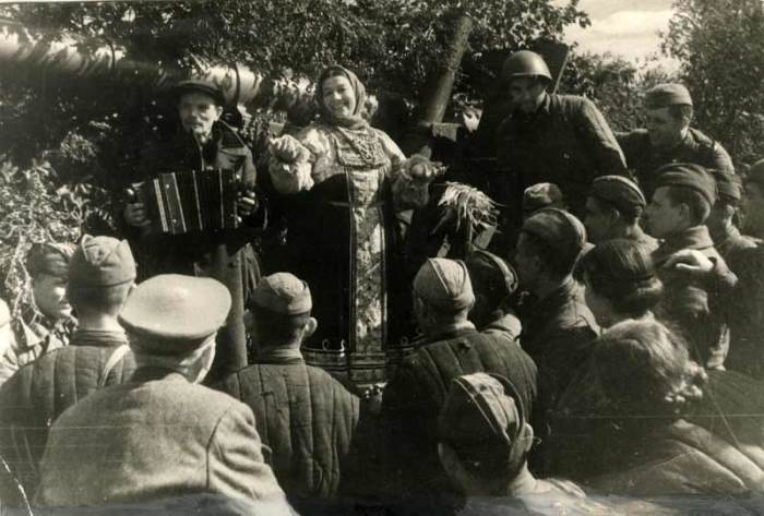 Русланова дала много концертов в военное время / Фото: smolbattle.ru