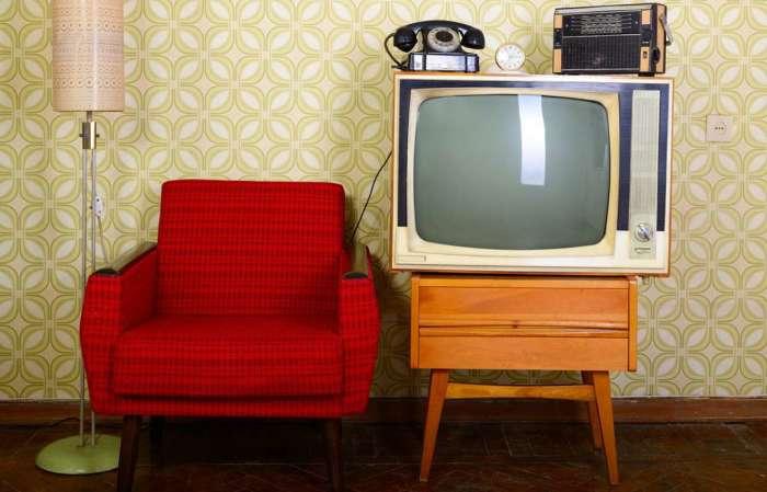Телевизор занимал почетное место в доме / Фото: inmyroom.ru