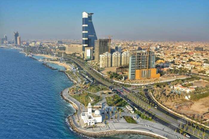 Саудовская Аравия лидирует на рынке нефтедобычи, от чего выигрывают и ее граждане / Фото: meteors.ru
