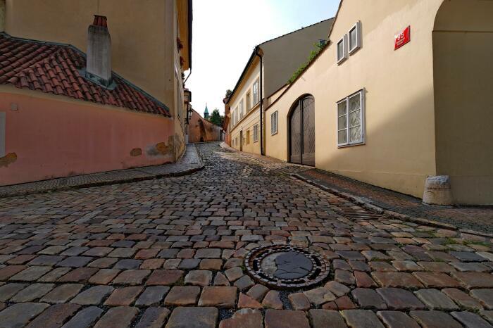 Так как гранит Германии в сложившихся условиях был не по карману, плитку решили делать бетонную / Фото: supersnimki.ru
