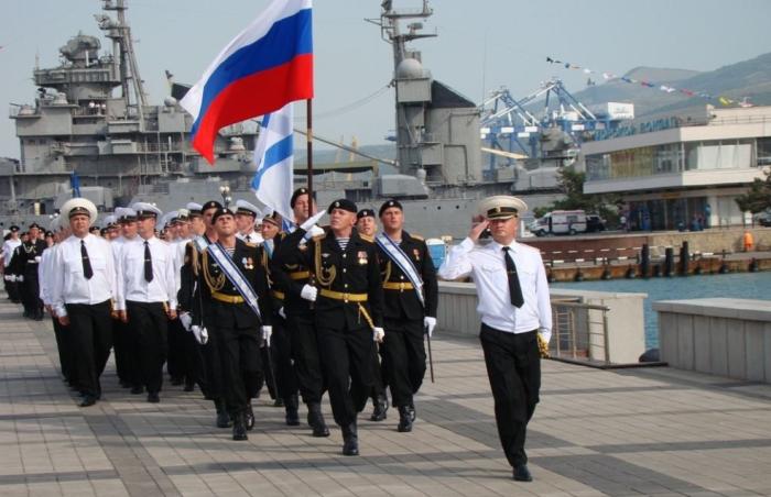 Сегодня брюки клеш, как неотъемлемая часть формы моряков, вышли из обихода / Фото: Twitter