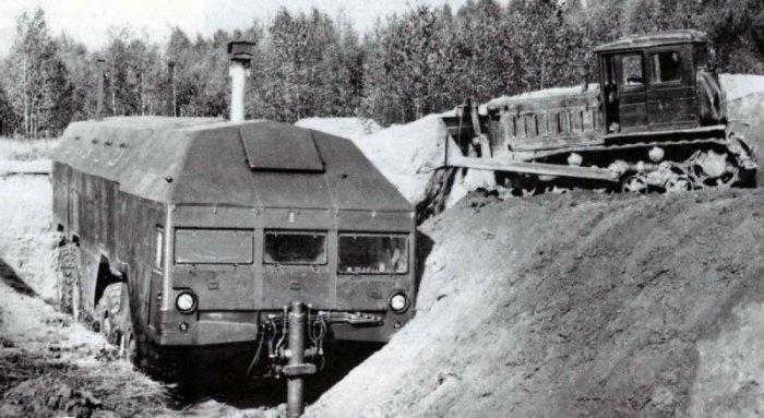 Без помощи сторонней техники закопать себя бункер не мог / Фото: nevsedoma.com.ua