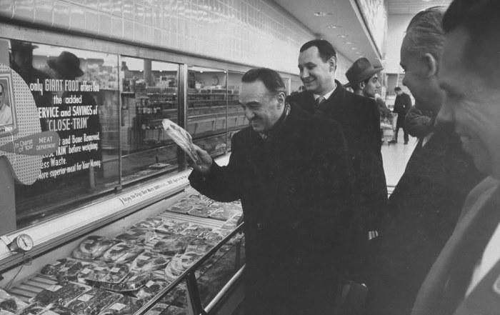Анастас Микоян привез в СССР рецепт бургера еще в 30-х годах / Фото: artsandculture.google.com