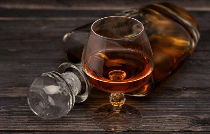 Иностранцы, настоящие ценители качественного алкоголя, высоко оценивают напитки российских бутлегеров / Фото: twitter.com
