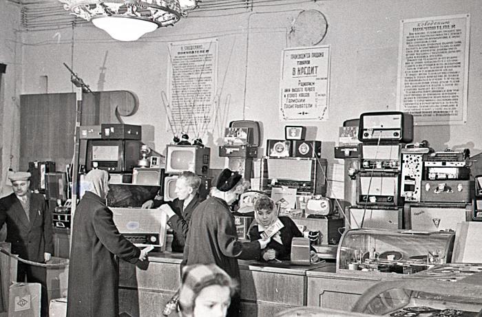 Ассортимент бытовых приборов для простых рабочих граждан СССР не отличался разнообразием / Фото: pravda-news.ru