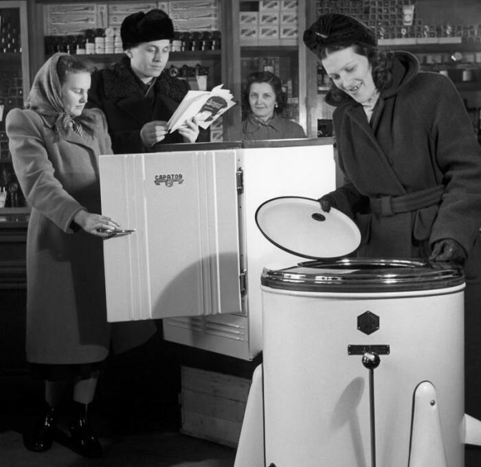 Первые стиральные машины появились в СССР в середине прошлого столетия и были доступны не многим / Фото: vm.ru