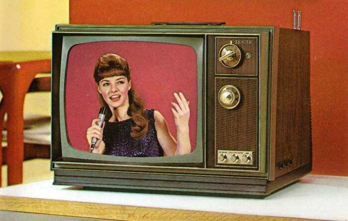 Советские граждане только мечтали о черно-белом телевизоре, а у партийных деятелей уже были цветные / Фото: flashbak.com