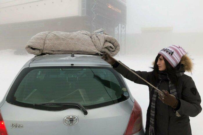 После использования накидка легко собирается и крепится на крыше автомобиля / Фото: drom.ru