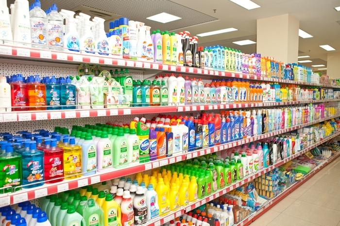 Множество чистящих средств для ванной содержат абразивные вещества / Фото: zori102.rbsmi.ru