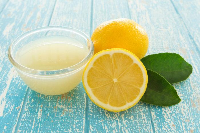 Сок лимона прекрасно растворяет жир / Фото: lyci.ru
